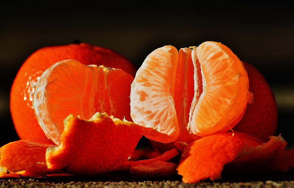 čerstvý pomeranč