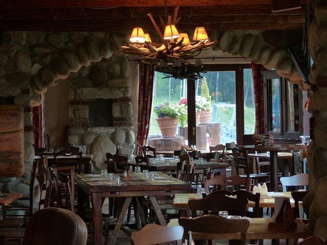 dřevěná restaurace, květináče