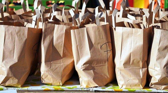 Nákup v papírových taškách