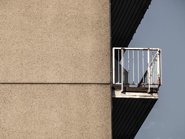 balkon panelového domu